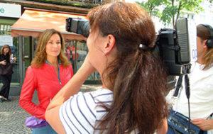 Claudia vor Kleinmarkthalle